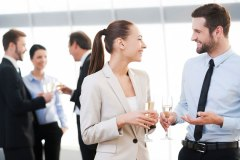 Trois phrases à utiliser pour démarrer une conversation d'affaires