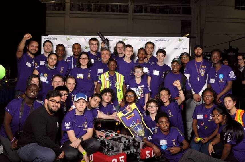 Des jeunes de Cavelier inspirés par la Coupe Stanley des robots