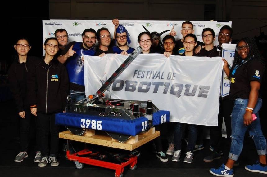 Compétition de robotique FIRST: le travail d'équipe paie