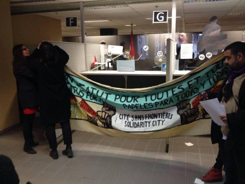 Les bureaux de l'Agence des services frontaliers occupés par des militants