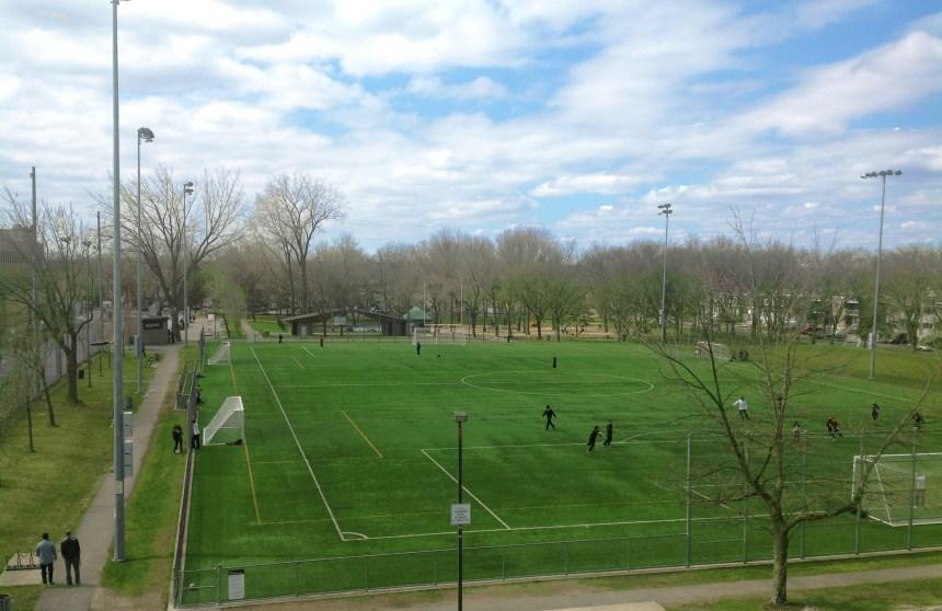 Parc Henri-Bourassa: un chalet de parc et un espace de commémoration