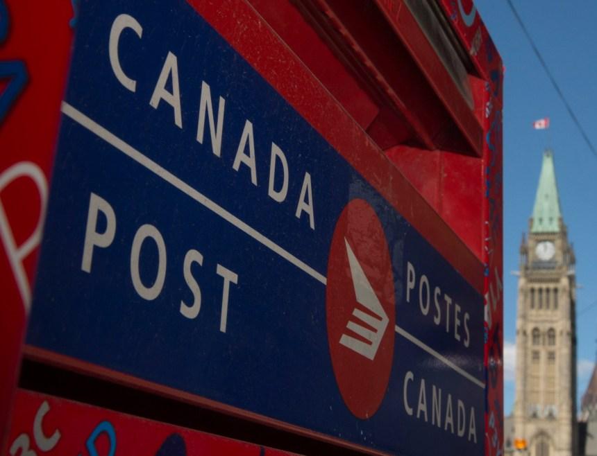 Postes Canada: Ottawa lance une étude