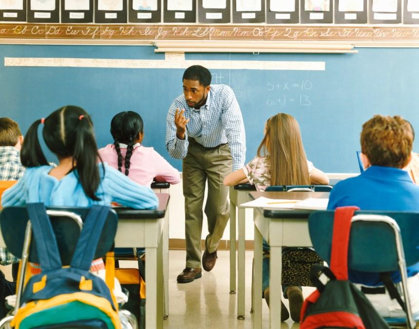 Des enseignants manifestent à Québec contre le projet de récréations prolongées