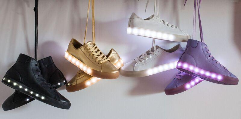 Des chaussures qui brillent dans le noir