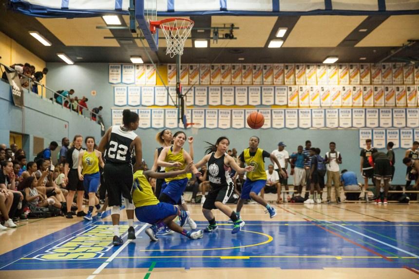 Plancher recherché pour les étoiles de basketball