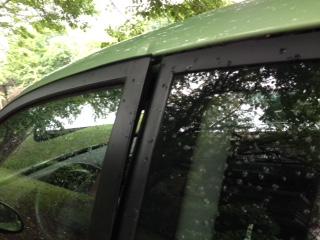 Sa voiture vandalisée dans son garage