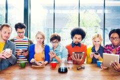 Les plus jeunes se détournent toujours plus de Facebook