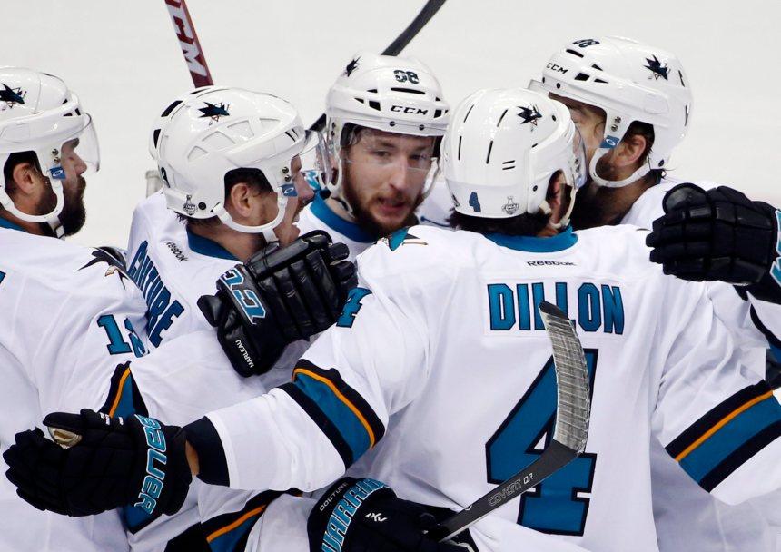 Sharks 4 – Penguins 2 (pointage final)
