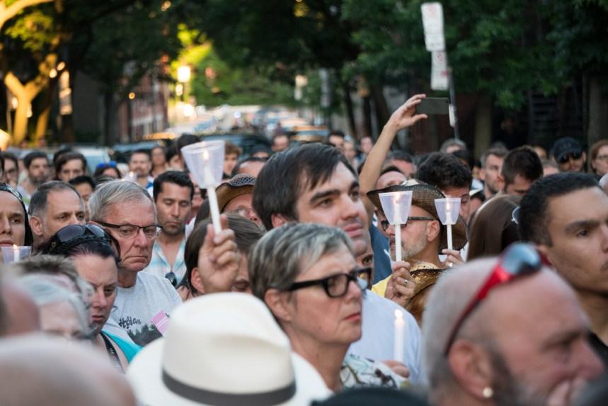 En Photos: Vigile en mémoire des victimes d'Orlando