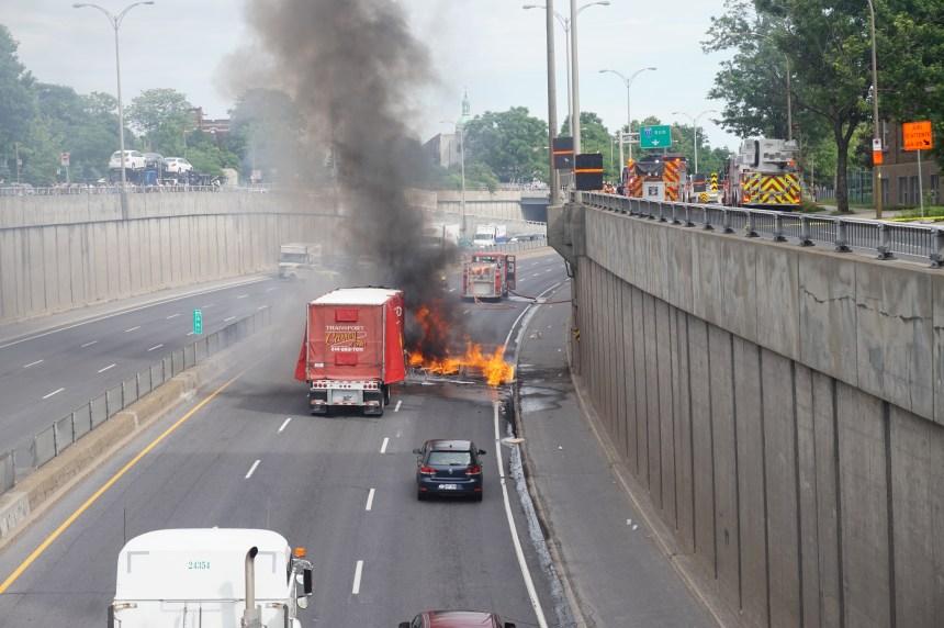 Un véhicule prend feu sur l'autoroute 15
