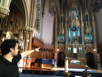 Samuel Leduc-Frenette offre des visites guidées de l'église Saint-Édouard.