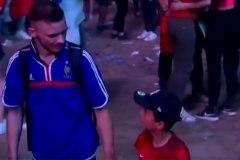 [Vidéo] Un jeune partisan portugais réconforte un fan français