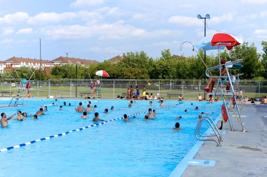 Chaleur accablante: piscines et pataugeoires ouvertes plus longtemps