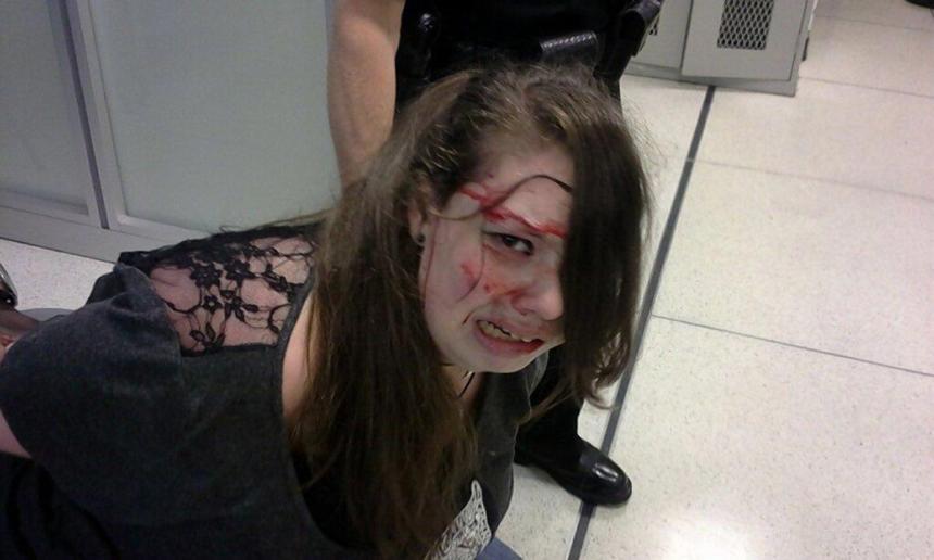 Une femme avec un handicap battue par des agents de sécurité à l'aéroport de Memphis