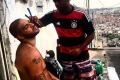 De vedette du soccer à bandit dans une favela au Brésil