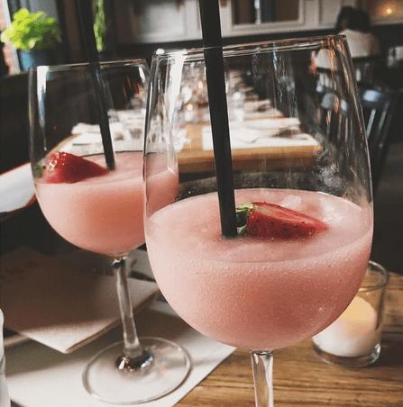 Le frosé, cocktail glacé star de l'été