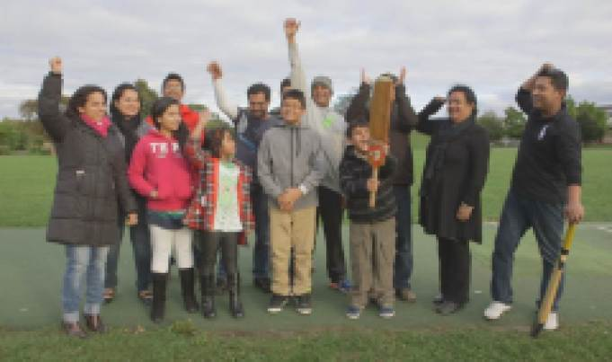 Famille jouant au cricket