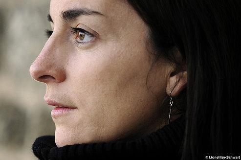 Claire Elzière, la voix des poètes au Théâtre Outremont