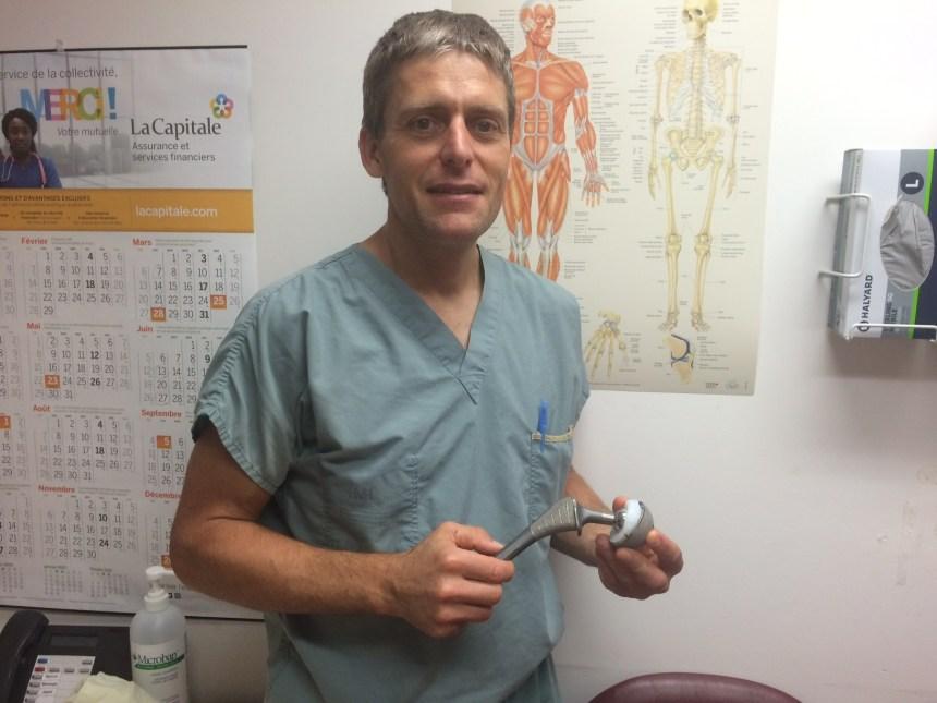 Première au Canada : une prothèse complète de la hanche réalisée en un jour