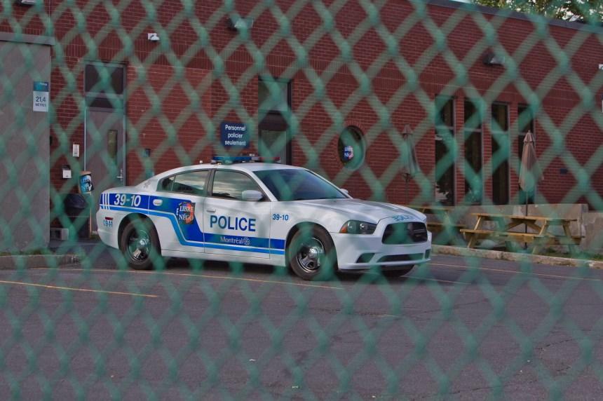 Une femme tente de renverser deux policiers à Montréal-Nord