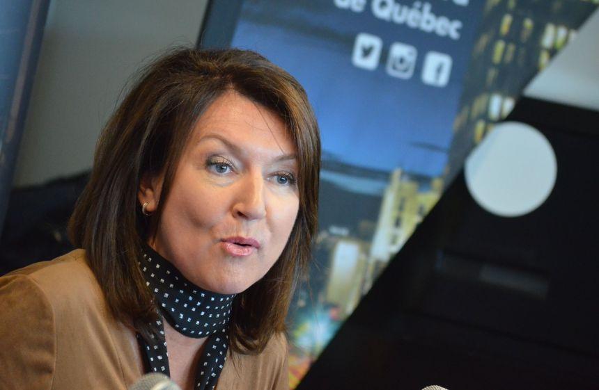 Nathalie Normandeau déchire sa carte de membre du PLQ en ondes