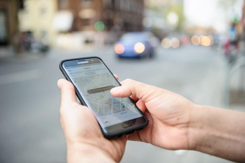 Les chauffeurs sourds d'Uber lancent un appel à Québec pour continuer de travailler