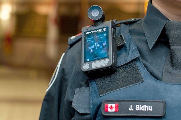 Montréal poursuit la réflexion sur les caméras corporelles pour les policiers