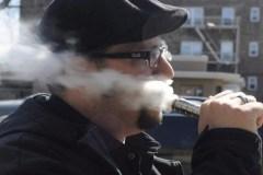 Vapotage: une entreprise montréalaise poursuit le gouvernement fédéral