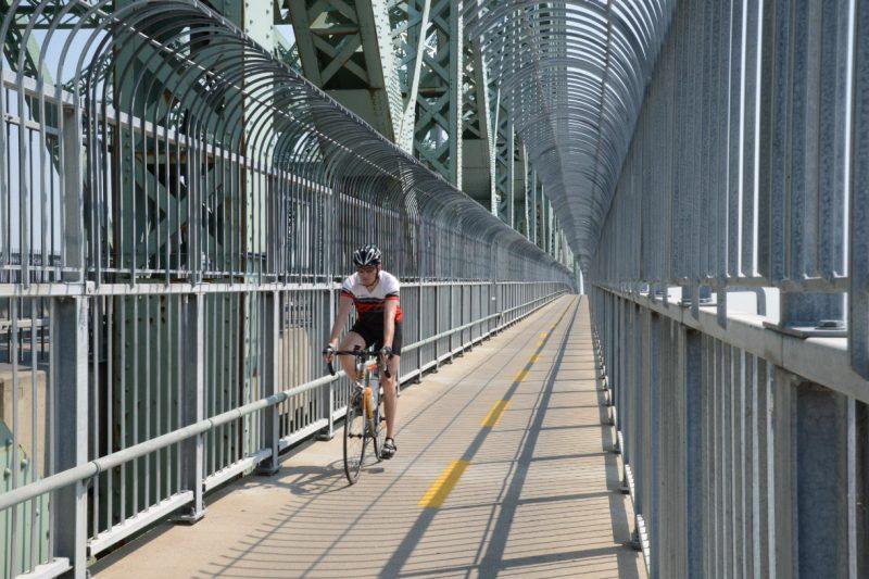 Des cyclistes emprunteront la piste cyclable du pont Jacques-Cartier en hiver