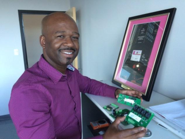 Frantz Saintellemy a développé différents systèmes électroniques pour mener à bien ses projets.
