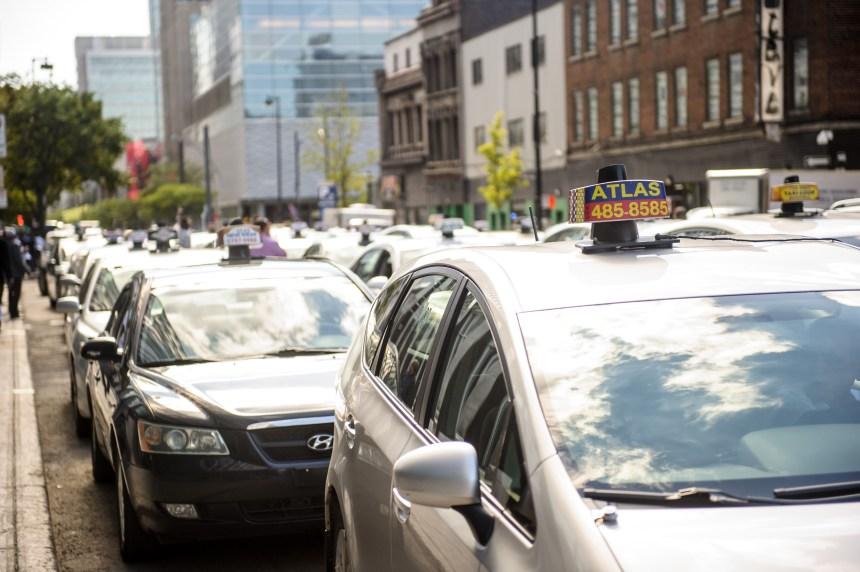 Couillard prêt à rencontrer l'industrie du taxi