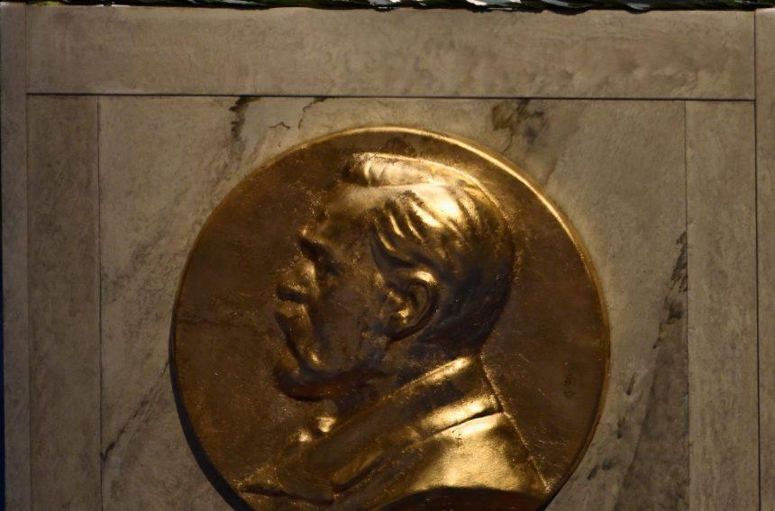 Hitler, Michael Jackson, Staline… ces candidats improbables au Nobel de la paix