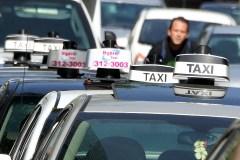 Projet pilote d'Uber prolongé d'an: les chauffeurs de taxi déçus