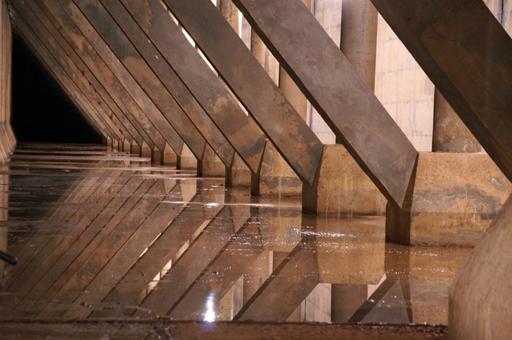 Le réservoir Rosemont peut contenir 227 000 m3 d'eau.