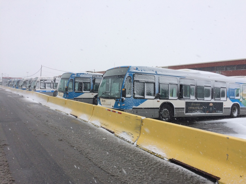 Un conflit syndical retarde les autobus dans l'est de Montréal