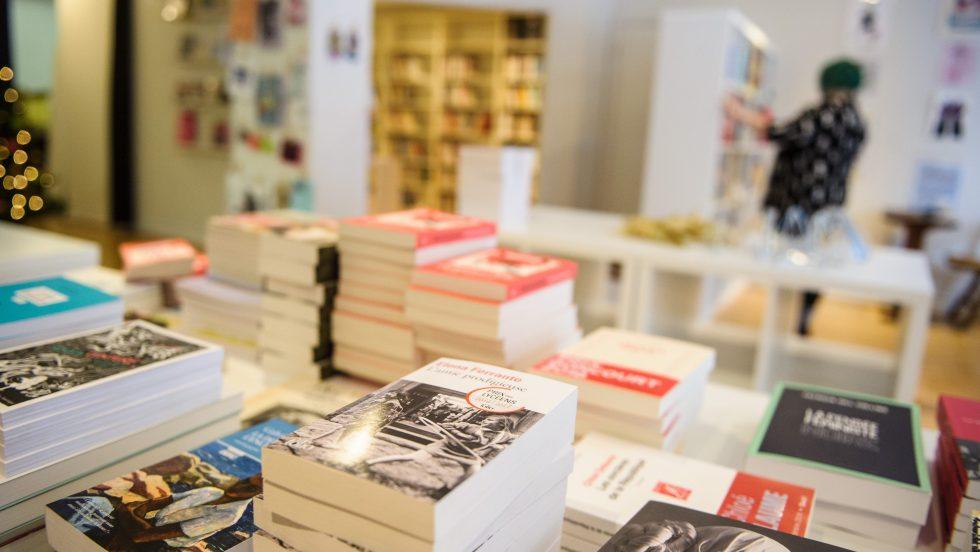 Des livres dans la librairie L'Euguélionne