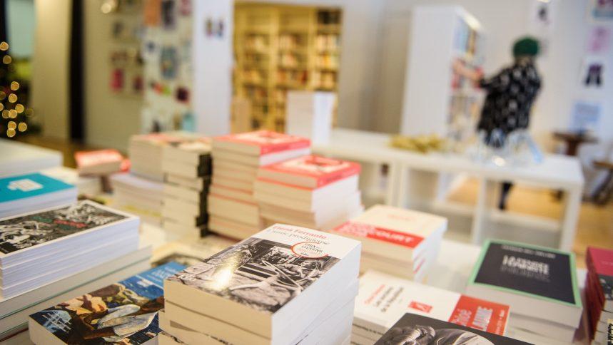 Québec doit autoriser les librairies à vendre «pour emporter», somme une élue