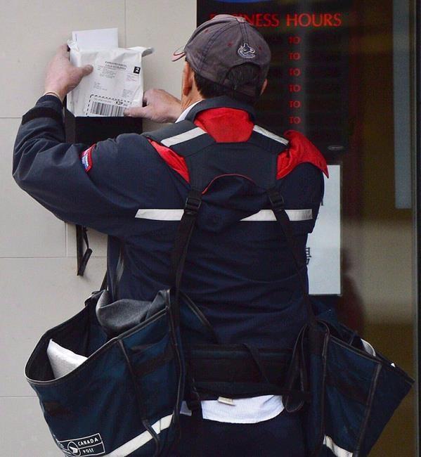 Des députés veulent sauver le courrier à domicile