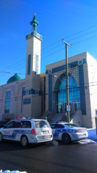 Dans l'une des plus grandes mosquées de la province, créée en 1954, la communauté musulmane était sous le choc au lendemain de la fusillade de Québec qui a fait six morts. (Johanna Pellus/TC Media)