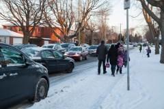 Semaine de la sécurité des transport scolaire. Des membres de la commission scolaire font de la sensibilisation aux abords de l'école Catherine-Soumillard.