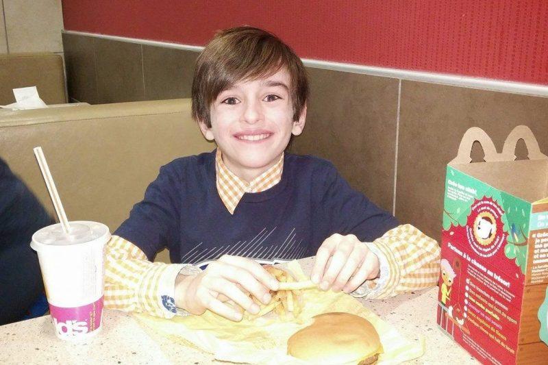 Trop risqué de manger du McDonald's pour le petit Mathis