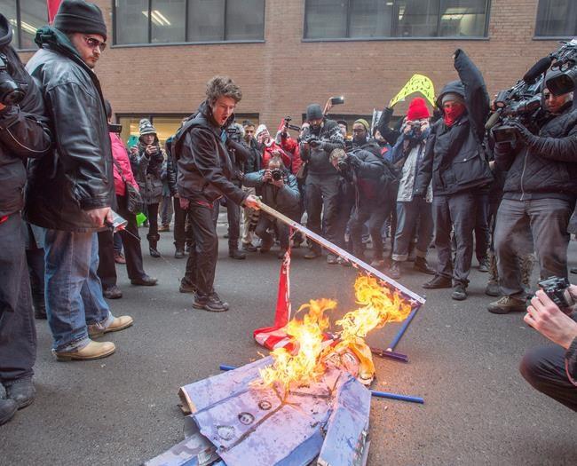 Montréal: des manifestants dénoncent l'investiture de Trump