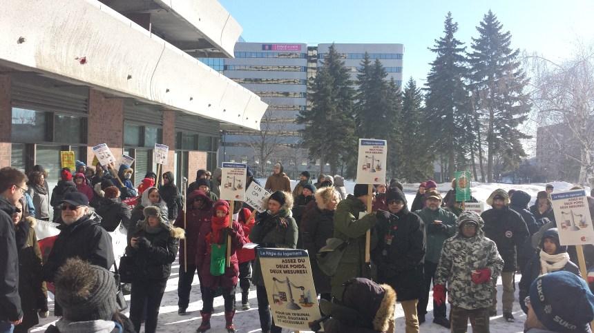 Manifestations devant les bureaux de la Régie du logement