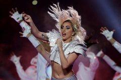 Lady Gaga reporte son spectacle à Montréal