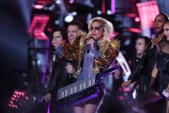 Lady Gaga  annule des spectacles à cause de «douleurs sévères»