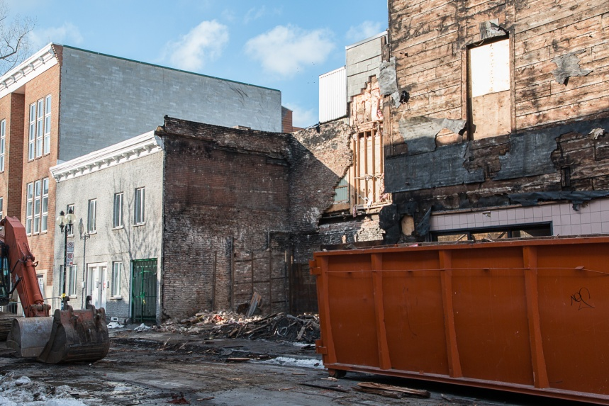 Un bâtiment s'effondre dans Ville-Marie