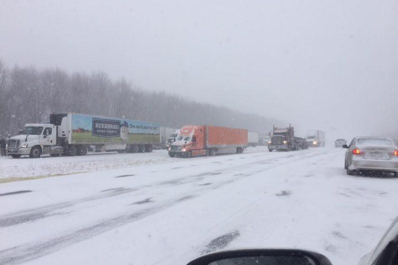 Carambolage sur l'autoroute 20: décès d'un camionneur