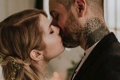 Coeur de pirate renouvelle ses voeux de mariage avec Alex Peyrat