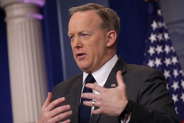 Sean Spicer a fait une conférence de presse avec de la laitue dans les dents