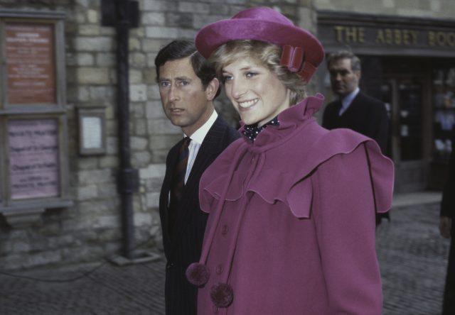 Des anciennes photos du prince Charles et de Diana font réagir le web